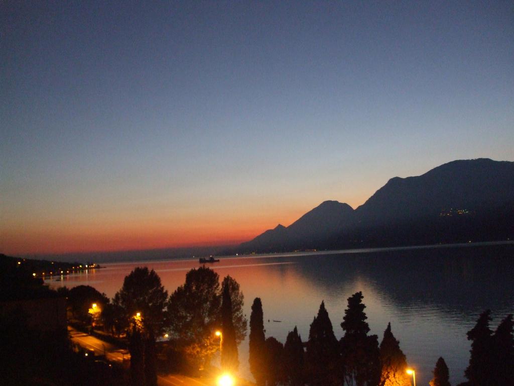 Vista serale del lago di Garda